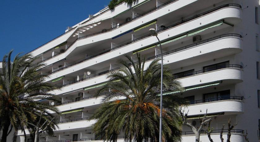Riviera Apts